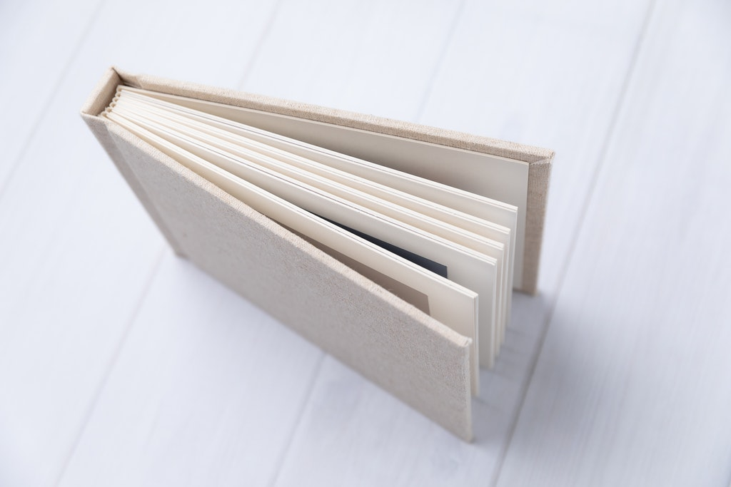 Natural colored matted linen 'Session album' product photograph